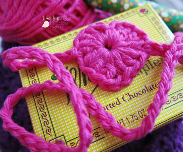 https://hodgepodgecrochet.wordpress.com 4 Chamber Heart Headband