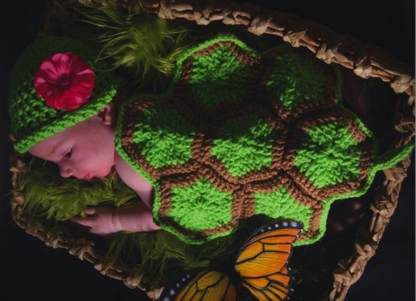 "https://hodgepodgecrochet.wordpress.com: Free Pattern--Infant Turtle Shell ""Blanket"""
