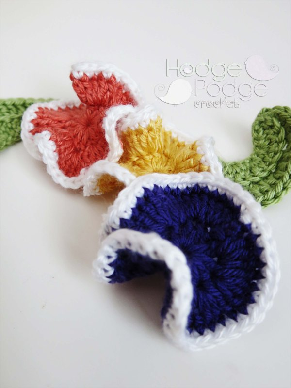 https://hodgepodgecrochet.wordpress.com/ Springtime Pansies: FREE PATTERN